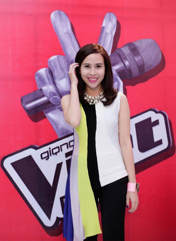 Bộ cánh ấn tượng của bà xã Hồ Hoài Anh trong mùa 2 của The Voice Kids.