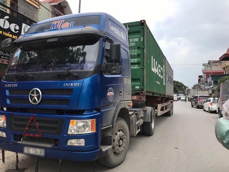 Xe container cuốn nạn nhân tử vong.
