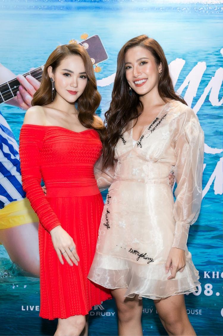 Minh Hằng và Phan Ngân.
