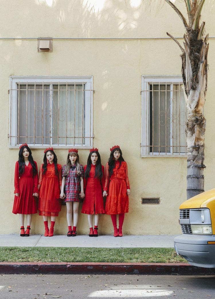 Ơ hay: Red Velvet ra mắt Power Up nhưng fan lại cứ nhắc nhớ về một bài hát khác thế kia?