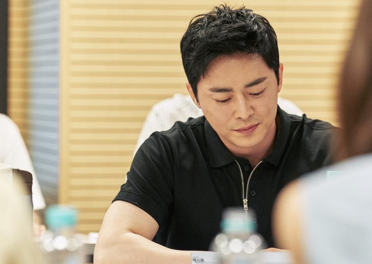 Theo những thông tin được xác nhận trước đó, nam diễn viên Jo Jung Suk sẽ đảm nhận vai Yong Nam, anh luôn bị gia đình phàn nàn, chỉ trích vì tốt nghiệp đã lâu mà mãi vẫn không tìm được việc làm.