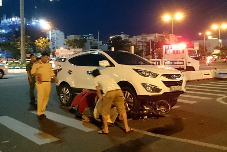 Hiện trường vụ tai nạn khiến 2 cô gái bị thương. Ảnh: CTV