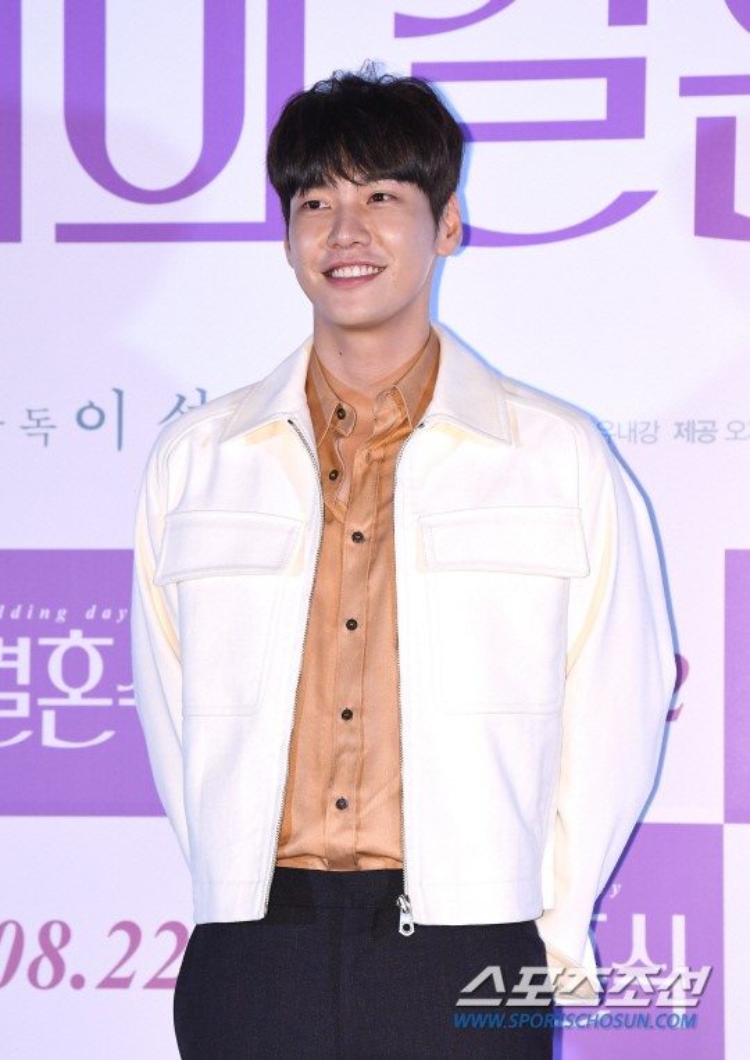 Tạm chia tay Park Bo Young, Kim Young Kwang nhận lời làm bạn trai của Kim Hee Sun trong Nine Room