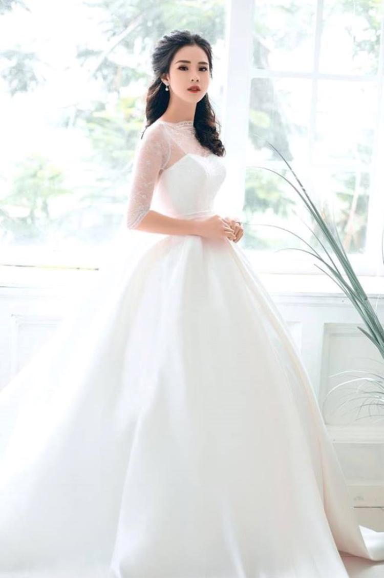 Trang tự nhận mình là người rất vui tính hài hước nên gia đình cô thường gọi cô bằng cái tên thân mật Trang Gala.