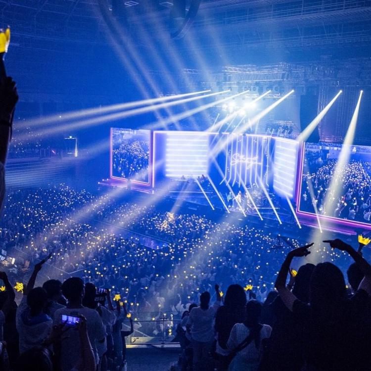 Một mình mạo danh cả BigBang, Seungri độc diễn trên sân khấu solo khiến fan cười ngả nghiêng