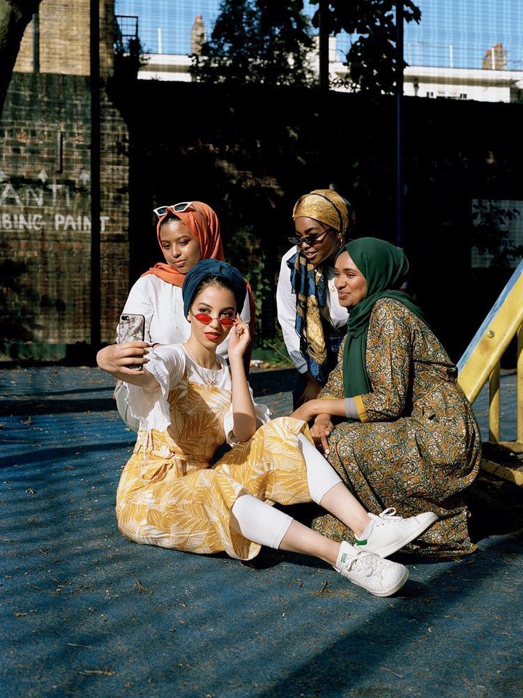 Bộ ảnh đã khắc họa phong cách thời trang của thế hệ phụ nữ Hồi giáo trong thời đại mới.