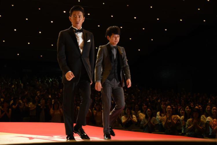 Hai diễn viên chính: Kimura Takuya (trái) và Ninomiya Kazunari (phải)