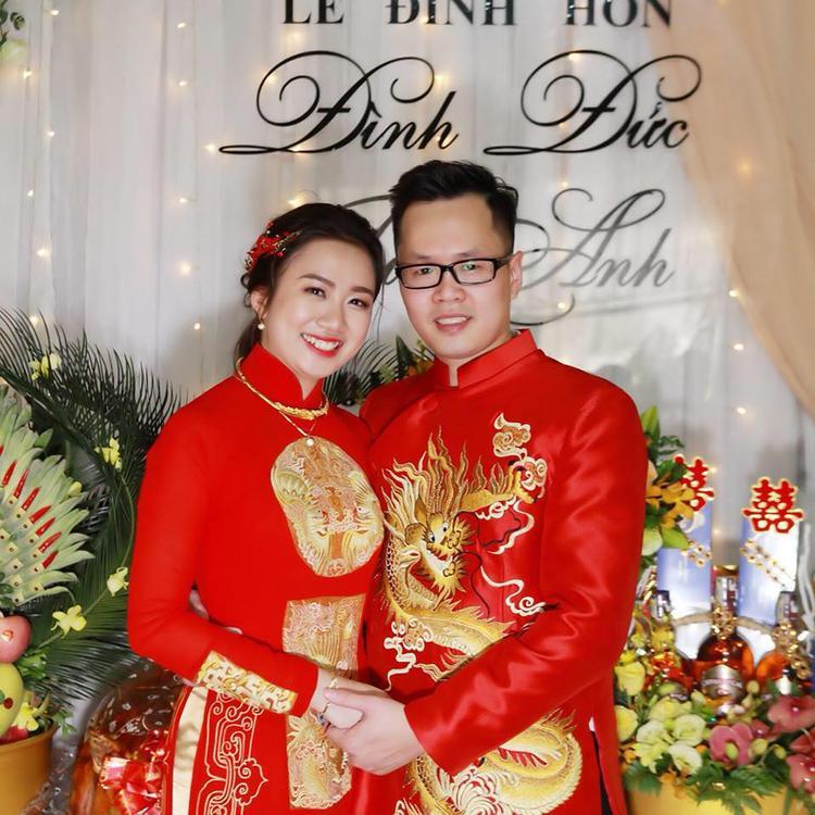 Hình ảnh Tú Anh và chồng trong lễ ăn hỏi tại quê nhà