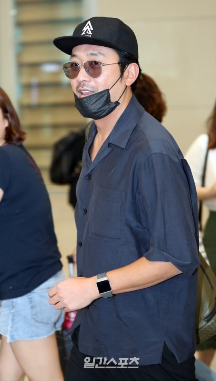 Xuất hiện cùng dàn sao Thử thách thần chết 2 tại sân bay, Park Bo Gum khiến fan gào thét trước ngoại hình già trước tuổi