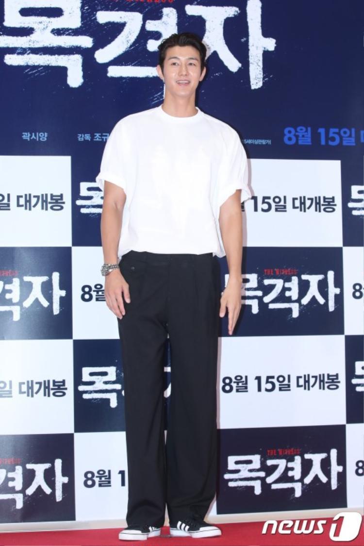 """""""Nam thần"""" Lee Ki Woo sở hữu chiều cao """"ngất ngưởng""""."""