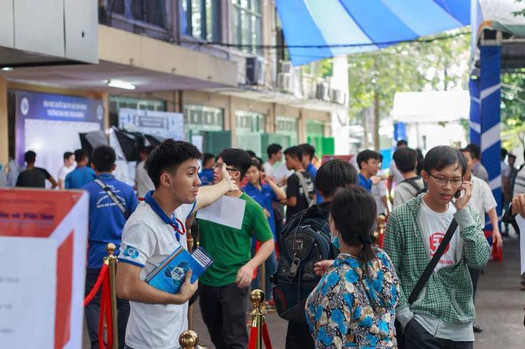 Không khí nhộn nhịp tại trường đại học Bách Khoa TP.HCM ngày 7/8. Ảnh: QTBK