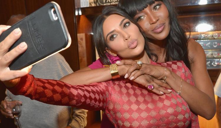Loạt sự thật ít ai biết đằng sau những tấm hình triệu like của nữ hoàng selfie Kim Kardashian