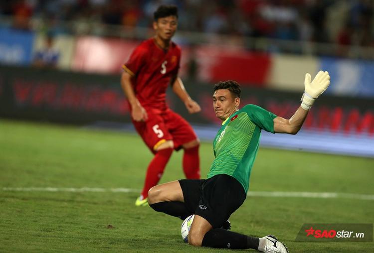 Văn Lâm bị loại vì ông Park cần thêm nhân tố nơi hàng tiền vệ trung tâm.