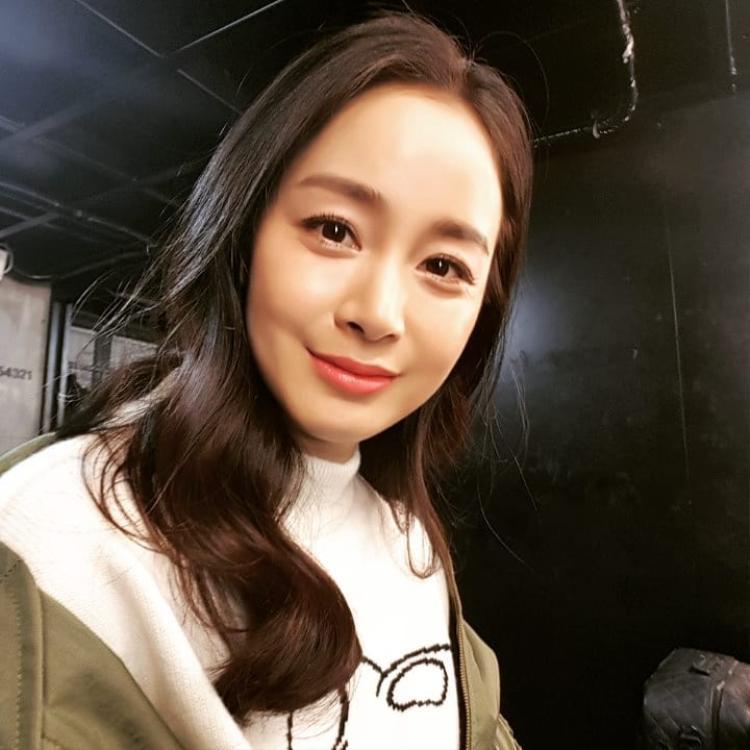 """U40, Kim Tae Hee xinh đẹp và trẻ trung, dù cân năng có tăng một chút thì người đẹp vẫn giữ vững """"phong độ"""" đỉnh cao"""