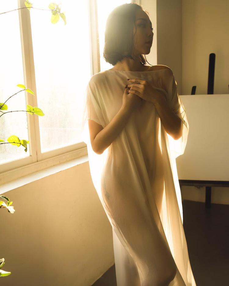 Người đẹp xuất hiện vô cùng nóng bỏng với những đường cong hoàn hảo.