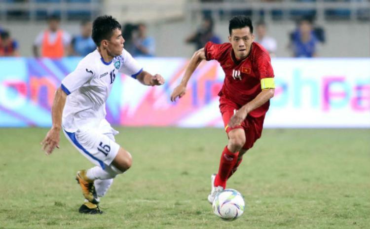 Văn Quyết được đồng đội bầu làm đội trưởng Olympic Việt Nam. Ảnh: Dân Việt.