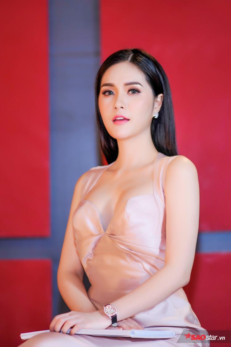 Kỳ Duyên mang giày đinh tua tủa, Hoàng Ku diện cả cây hơn trăm triệu làm giám khảo Siêu mẫu Việt Nam
