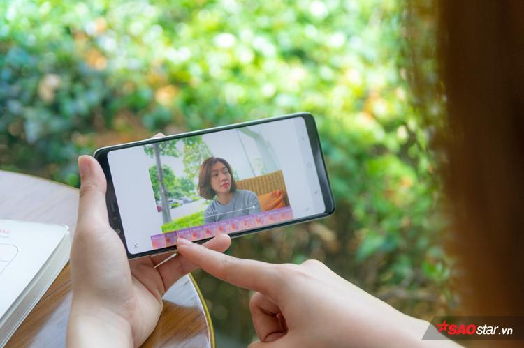 Tính năng Art Bokeh được tích hợp sẵn bên trong Galaxy A8 Star giúp bạn có thể chọn nhanh hiệu ứng bokeh mình thích mà không phải cài thêm ứng dụng bên ngoài