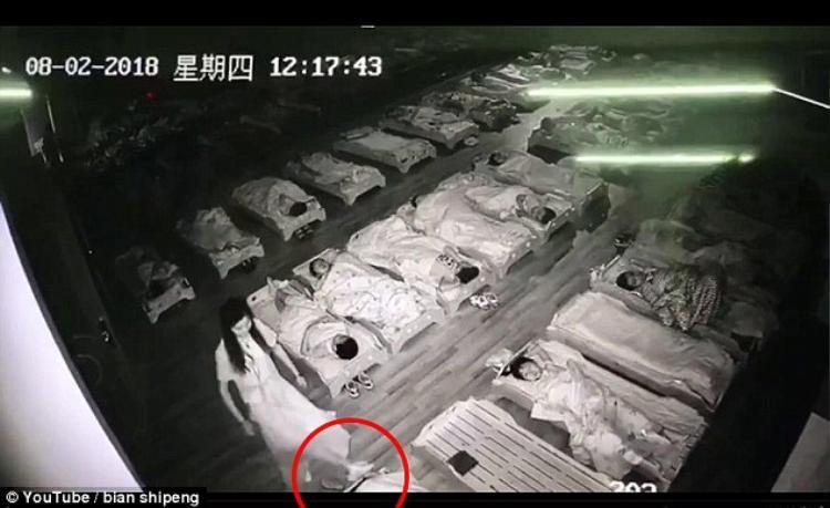 Cô Xuan bị cáo buộc tát và giẫm chân vào mặt học sinh.