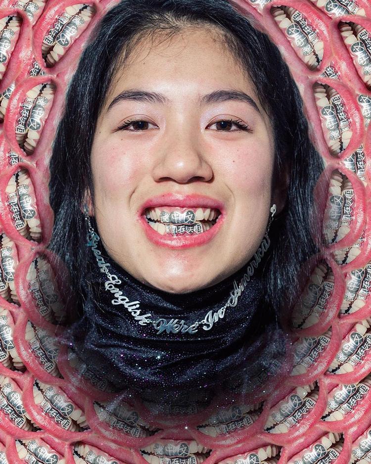 """Có thể món trang sức trong BST """"Made in Chinese America"""" của Ada Chen kén người chọn nhưng qua những sản phẩm đó, chúng ta thấy được cô là một người nghệ sĩ thực thụ với những ý tưởng đầy cá tính."""