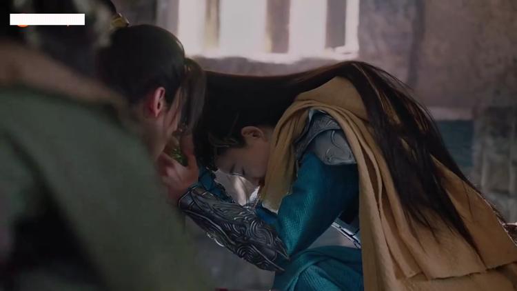 Lăng Thanh Trúc vì bắt Dị Ma mà bị Hàn Độc làm trọng thương.