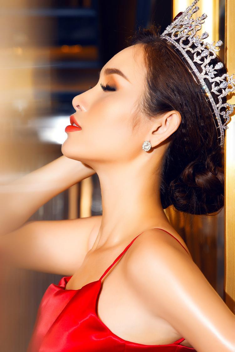Gần 1 năm sau Hoa hậu các quốc gia 2017, Thanh Trang ngày càng xinh đẹp, trưởng thành và sâu sắc hơn trong mọi vấn đề.