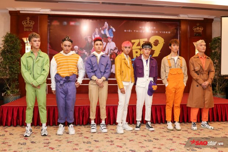 Hình ảnh trong buổi họp báo debut của Zero 9. Phong cách thời trang của nhóm cũng là chủ đề bàn tán của cư dân mạng.