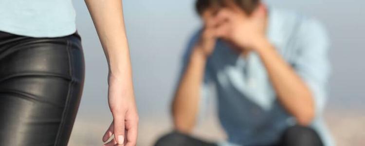 Chàng trai đau khổ vì mối tình 3 năm kết thúc chỉ vì mức lương 8,5 triệu của anh. Ảnh minh họa.