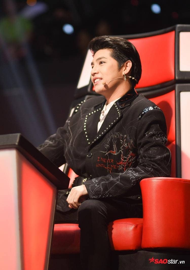 Trở lại với The Voice - Giọng hát Việt 2018, Noo Phước Thịnh chứng tỏ được bản lĩnh và kinh nghiệm dày dặn trên cương vị Huấn luyện viên.