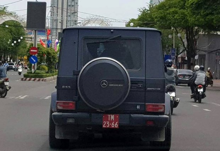 Xe Mercedes - Benz G55 AMG mang biển số đỏ chạy trên đường phố Cần Thơ. Ảnh: Zing.vn