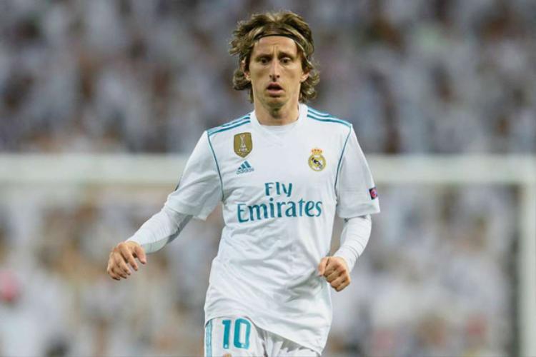 """Real chuẩn bị """"trói chân"""" Modric."""