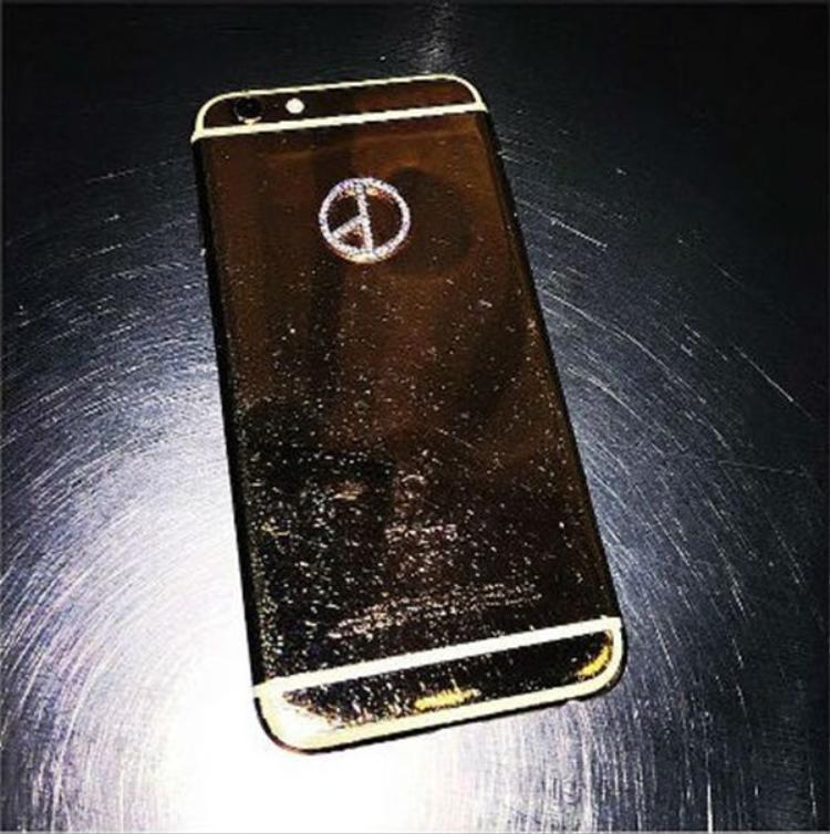 Sao Hàn nào đang dùng ốp lưng smartphone sang chảnh và đắt giá nhất, chiếc đứng đầu sẽ khiến bạn choáng váng