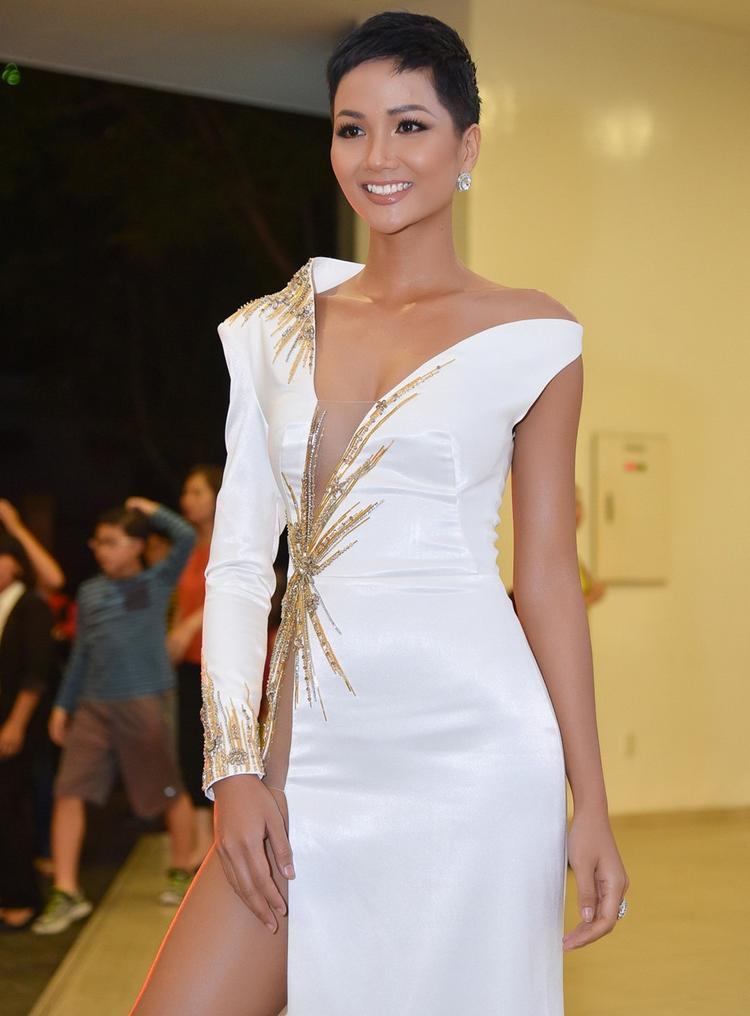 Mái tóc ngắn đầy cá tính của mỹ nhân gốc Đắk Lắk.