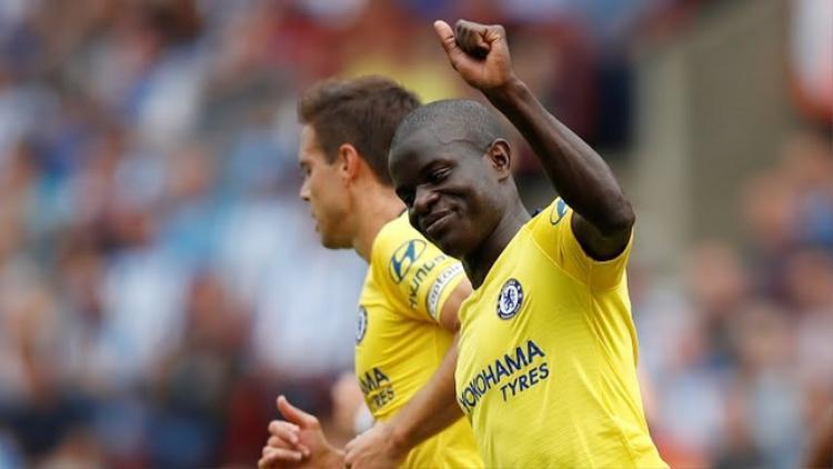 Kante đưa Chelsea vượt lên dẫn trước bằng cú sút chân trái. Ảnh: Reuters.