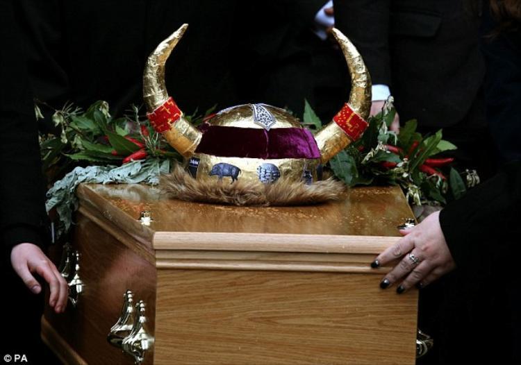 Chi phí trung bình cho một đám tang ở Anh có thể lên tới 113 triệu đồng và còn kèm thêm gần 100 triệu những phụ phí khác. Ảnh: PA