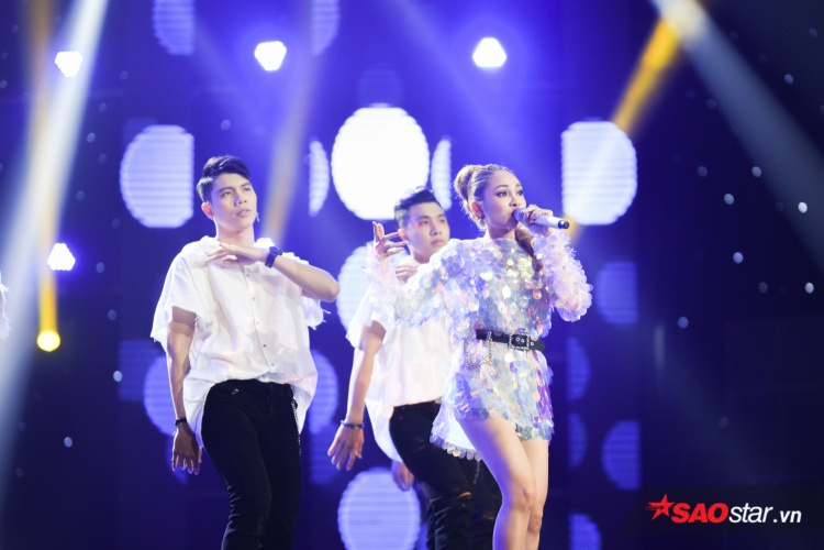 Lưu Hiền Trinh thể hiện giọng hát nội lực và vũ đạo điêu luyện trong ca khúc Mượn.