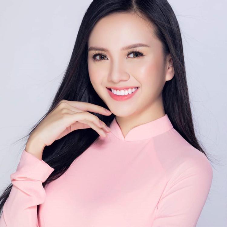 Thảo Vy sở hữu nét đẹp sắc sảo, cá tính nhưng không kém phần trẻ trung ở tuổi 22. Cô là một trong những thí sinh được kỳ vọng sẽ đạt giải cao trong cuộc thi Hoa hậu Việt Nam 2018.