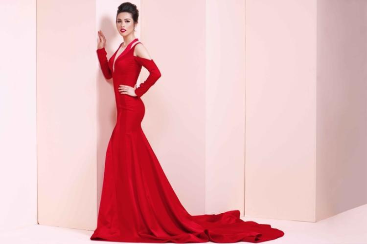 Hoàng My giành ngôi vị Á hậu 1 Hoa hậu Việt Nam 2010, được đề cử thi Miss Universe 2011 ở Brazil.Ở tuổi 30 và không thường xuyên sinh sống tại Việt Nam, song tên tuổi của Á hậu Hoàng My luôn có sức hút với công chúng nhờ lối đi riêng biệt khác hoàn toàn với các người đẹp khác.