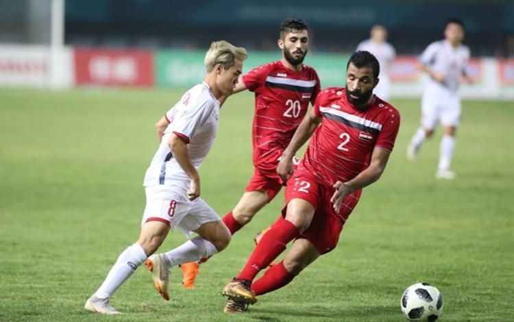 Văn Toàn - chàng trai vào sân từ băng ghế dự bị với cú sút đẹp mắt đã mang đến chiến thắng cho đội nhà.