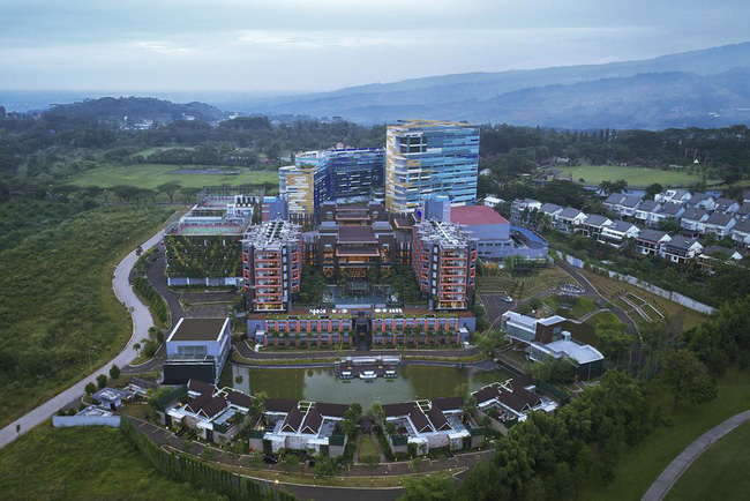 Khu resort nhiều cây xanh với thiết kế gần gũi với thiên nhiên.