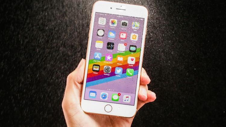 iPhone 8 được ra mắt vào tháng 9 năm 2017, điều này có nghĩa là lỗi logic board xuất hiện trong những lô iPhone 8 đầu tiên xuất xưởng.