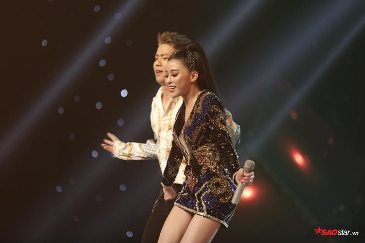 Không thể bất ngờ hơn, Ngọc Ánh quyến rũ hết mức trong tiết mục cá nhân tại Chung kết The Voice 2018