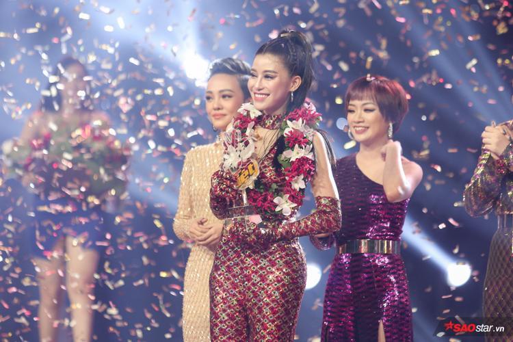 Tân quán quân Giọng hát Việt Trần Ngọc Ánh - Team HLV Noo Phước Thịnh.