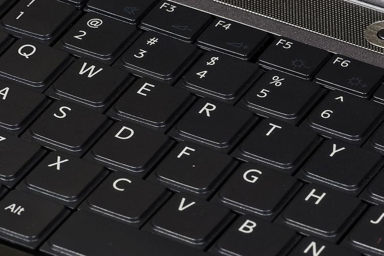 Đố bạn biết vì sao bàn phím máy tính lại được sắp xếp theo kiểu QWERTY?