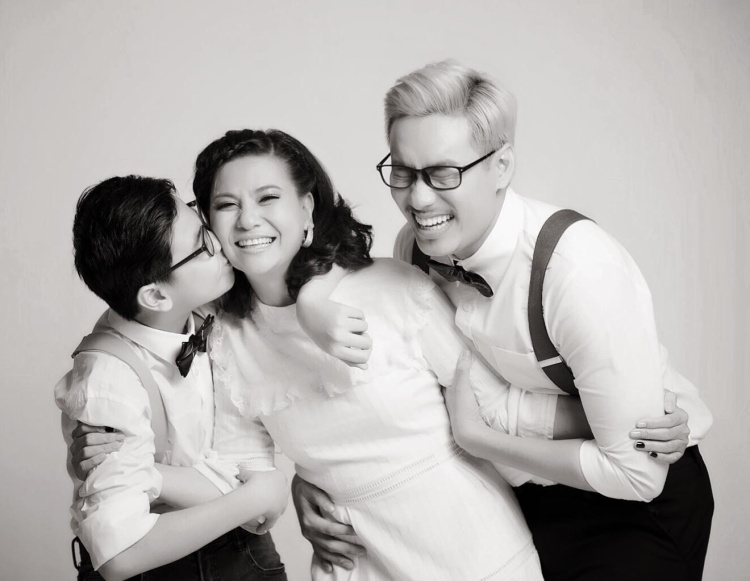 Trước đó, Cát Phượng đã chia sẻ lại những bức ảnh gia đình hạnh phúc, đập tan tin đồn cặp đôi chia tay. Trước tin đồn Kiều Minh Tuấn đưa bạn gái mới về quê, Cát Phượng đã làm điều này…