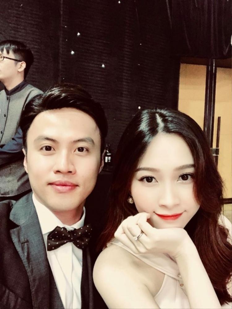 Hoa hậu Đặng Thu Thảo chụp ảnh cùng Lê Đăng Khoa.