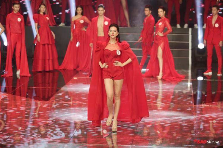 Cô gái Hà Thành xuất sắc trả lời câu hỏi từ BGK và giành được phiếu bình chọn cao nhất từ khán giả. Từ đó, đưa cô trở thành quán quân của cuộc thi Siêu mẫu Việt Nam 2018 năm nay.