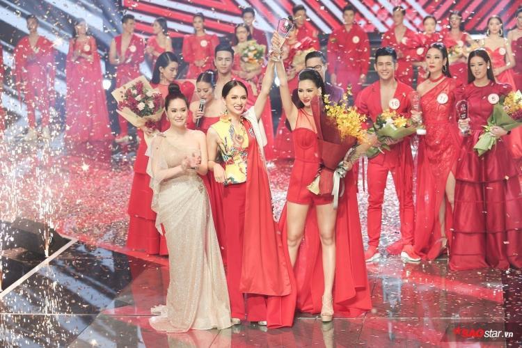 Bùi Quỳnh Hoa là học trò thuộc team Hương Giang vinh dự giành được giải cao nhất - giải vàng Siêu mẫu Việt Nam 2018.