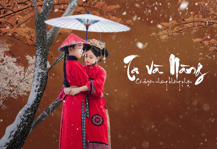 """Chả là hai mẹ của bé vì mê mẩn bộ phim truyền hình này nên đã cùng nhau lên kế hoạch sắm vai cho con vào cặp đôi Anh Lạc và Phó Hằng. Đó là bộ ảnh """"Diên Hy Công Lược"""" phiên bản Việt Nam với một cái kết nức lòng người xem."""