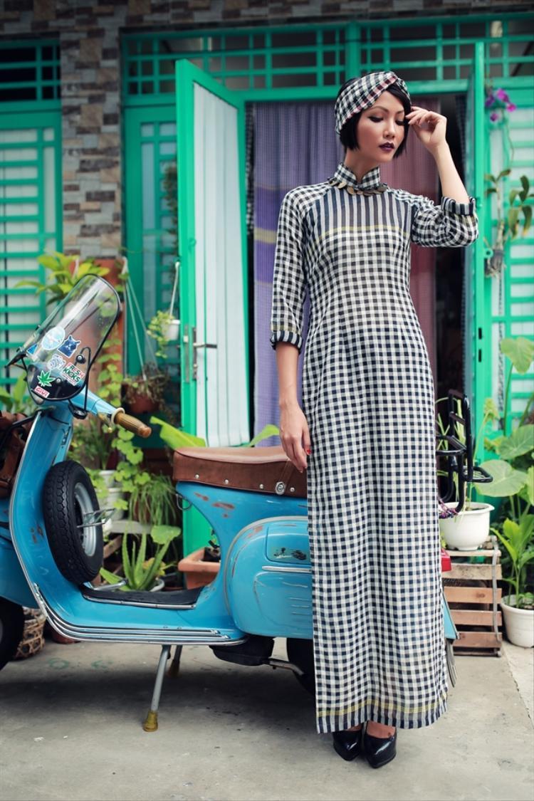Hoa hậu Hoàn vũ 2017 H'Hen Niê cũng từng chụp một bộ ảnh với áo dài khăn rằn.